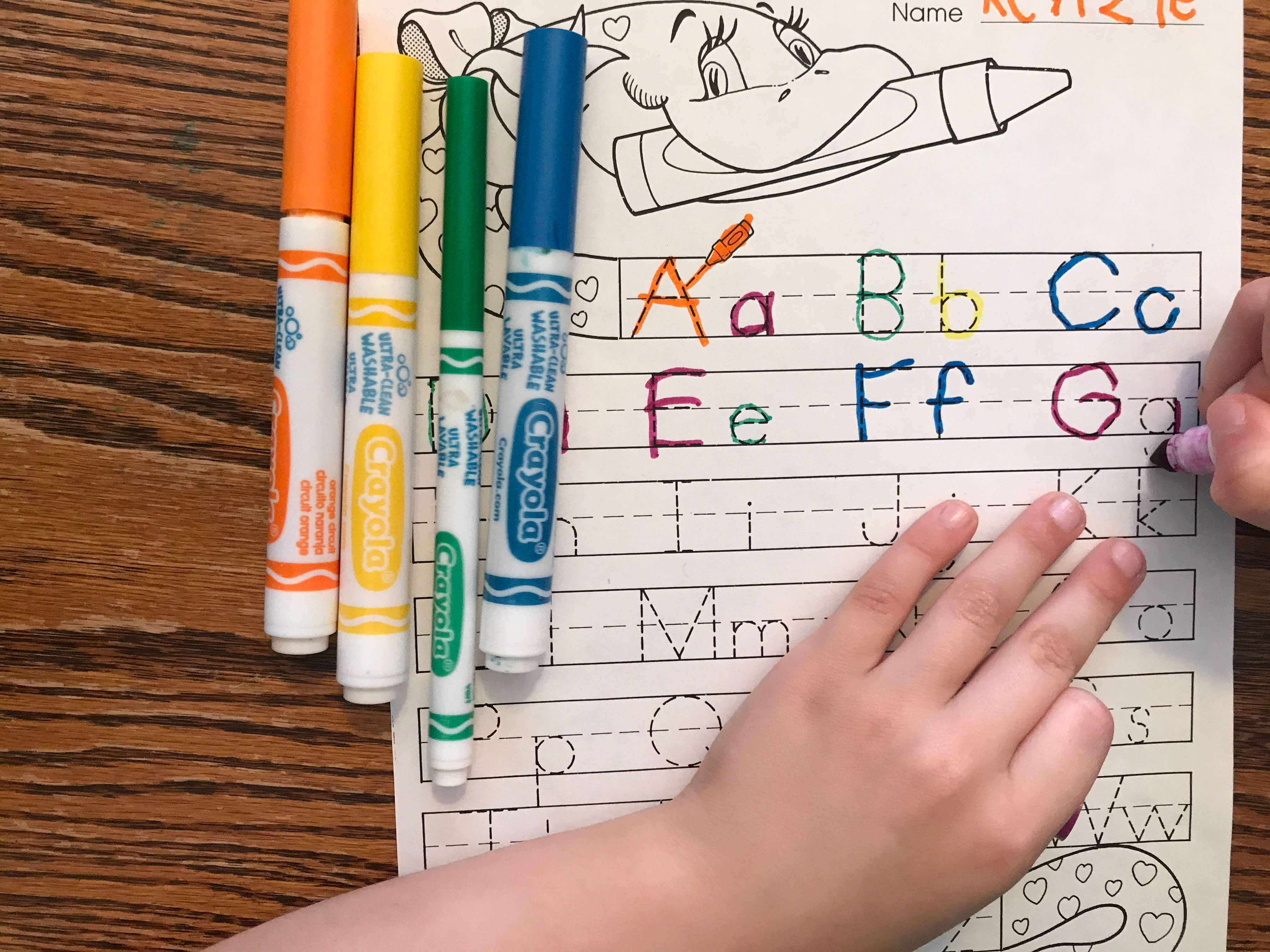 Who says homework always has to be done in pencil? Let them use markers to finish their homework. More ideas to help new students finish their work at www.coffeeandcarpool.com