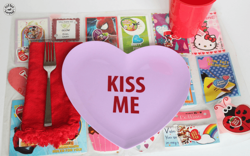 Valentine's Day Craft to make placemats for kids.  #valentinesdaycraft #valentinesday #valentinesdaycraftforkids