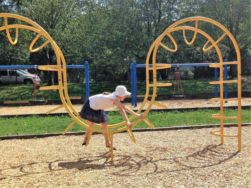 Planning a big move with kids? Help them get settled in their new hometown by finding all the local parks and letting them play and burn off steam. #movingwithkids #movewithkids #moving