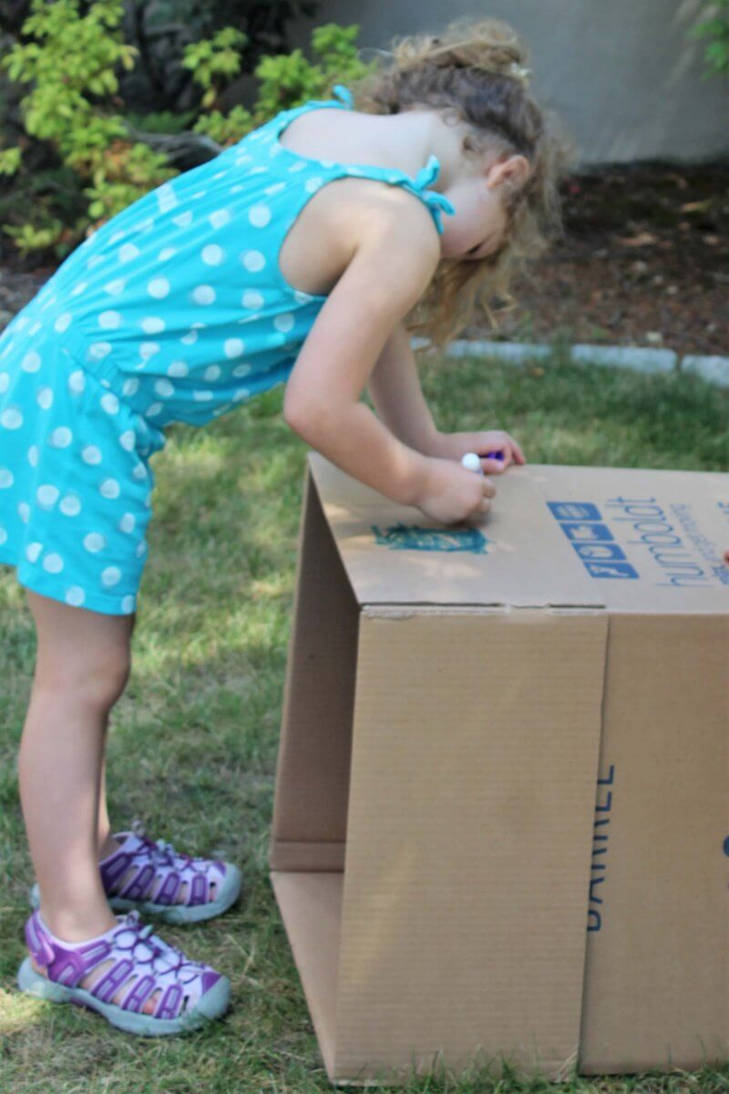 Moving? Let kids help out so they feel more ownership of the process and feel more comfortable with it. #movingwithkids #movewithkids #moving