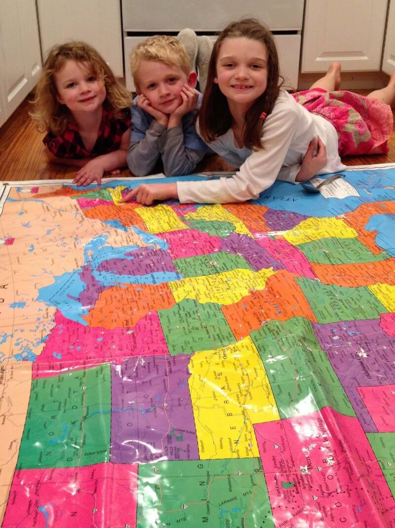 Are you moving? Help kids adjust and understand and prepare more with this floor map. #movingwithkids #movewithkids #moving