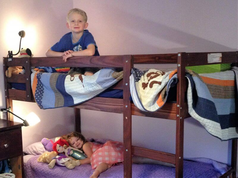 Having a big move with kids? Unpack their room first so their comfortable and in familiar surroundings as soon as possible. #movingwithkids #movewithkids #moving