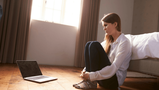 Cyberbullying online is a real thing for tweens and teens. Here's my huge takeaway from being cyber bullied myself to help with bully prevention #bullyprevention #cyberbullies #cyberbullied