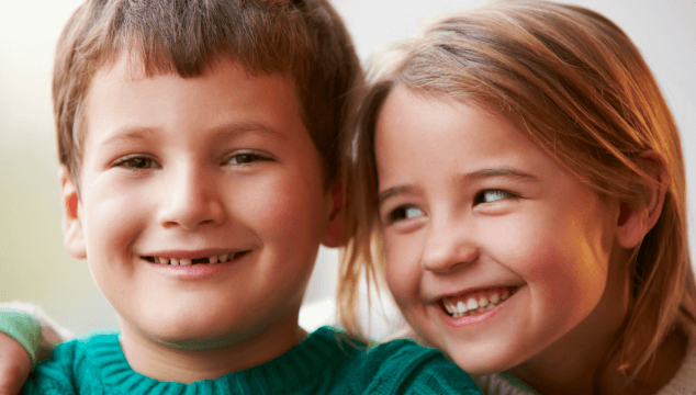18 ways to prevent sibling rivalry and encourage a strong sibling relationship #strongsiblingrelationship #parentingsiblings #siblings #sistersandbrothers #parenting101 #coffeeandcarpool