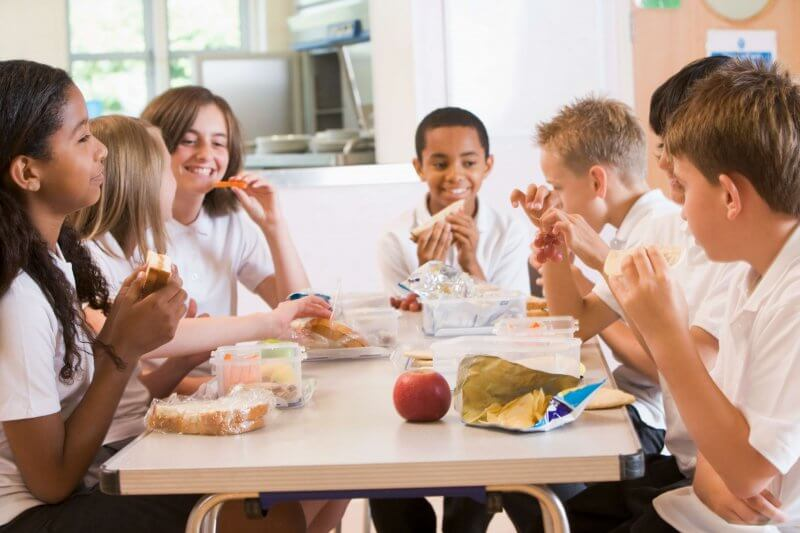 10 things your kids need to know to help keep food allergy classmates safer at school #foodallergyawareness #foodallergies #foodallergymom #foodallergymama #fare #allergies #coffeeandcarpool