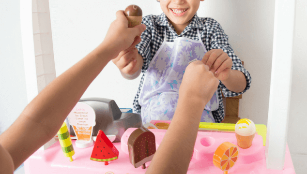 Perfect Gifts for kids who love to pretend to cook #giftideas #coffeeandcarpool
