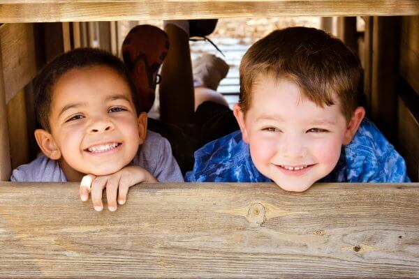 How to teach our kids to be considerate and mindful of others which encourages them to be kind kids #kindkids #bekind #considerateofkids #mindfulofothers #raisingthoughtfulkids #raisingkindkids #kindkids #coffeeandcarpool