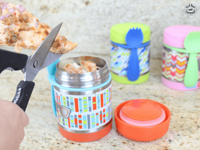 How to help your kids make their own school lunches with these tips #schoollunches #easyschoollunches #schoollunchtips #backtoschooltips #backtoschoolideas #backtoschool #coffeeandcarpool #freeprintable