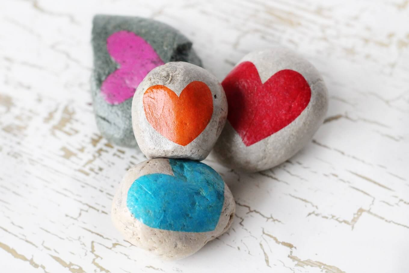 Gratitude Stones to help teach kids to be more grateful year-round