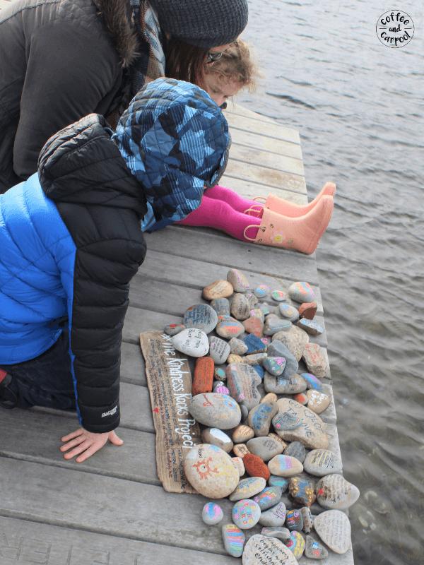 Raise kinder kids by making kindness rocks #kindnessrocks #bekind #raisekindkids #coffeeandcarpool