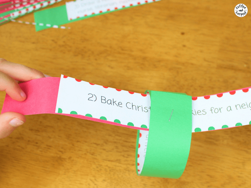 Make a Christmas Countdown Chain by using the Christmas Kindness Activities #ChristmasKindness #bekind