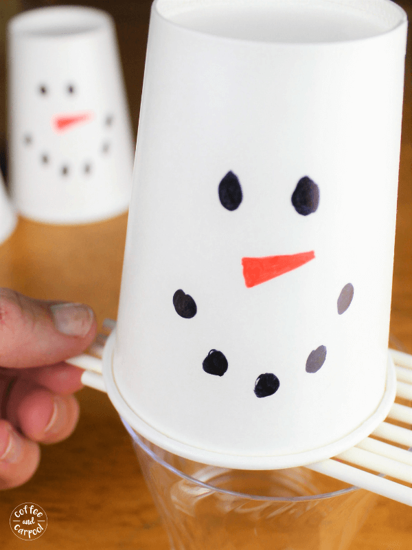 Save the snowman is a simple no-mess game that kids and adults love so it's a great winter game for large groups. #classroomparties #winterparty #snowmanparty #snowmangame #coffeeandcarpool