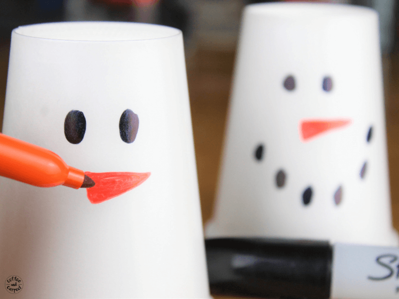 Simple low prep game perfect for large parties or holiday classroom parties #holidayclassroomparties #classroomparties #winterparties #coffeeandcarpool #snowmangames