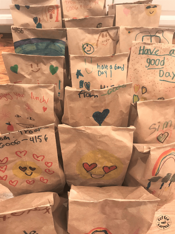 A Family friendly volunteer opportunity is making sack lunches for homeless shelter. #volunteering #volunteer #raisekindkids #serviceproject #raisekindkids #coffeeandcarpool