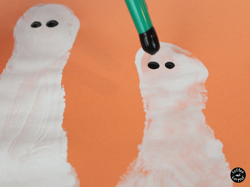 Halloween Footprint Ghosts are a great Halloween craft #Halloweencraft #Halloweenart #footprintart #Halloween