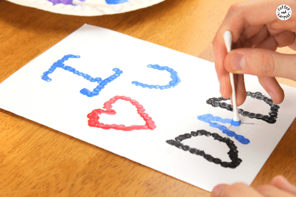 These Father's Day art projects for kids make great Father's Day gifts (and grandpa gifts) or Father's Day cards kids can make. Fathers and grandfathers will love them! #fathersday #fathersdaygifts #fathersdaygiftskidscanmake #fathersdaycrafts #fathersdaycards #fathersdaycardskidsmake #pointillism #artprojectforkids #artgifts #grandfathergifts #grandfathercrafts