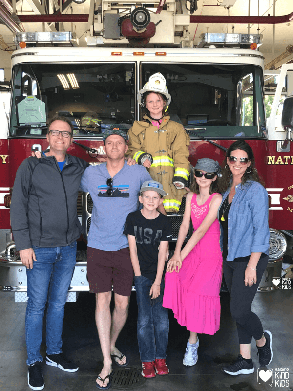 Use this September volunteer challenge for families to stop and thank our firefighters who help protect and save us and our homes. Firefighters are essential workers and crucial community helpers so this activity is a great way to help teach about community helpers and firefighters in a hands-on way. #essentialworkers #communityhelpers #firefighters #volunteerchallenge #
